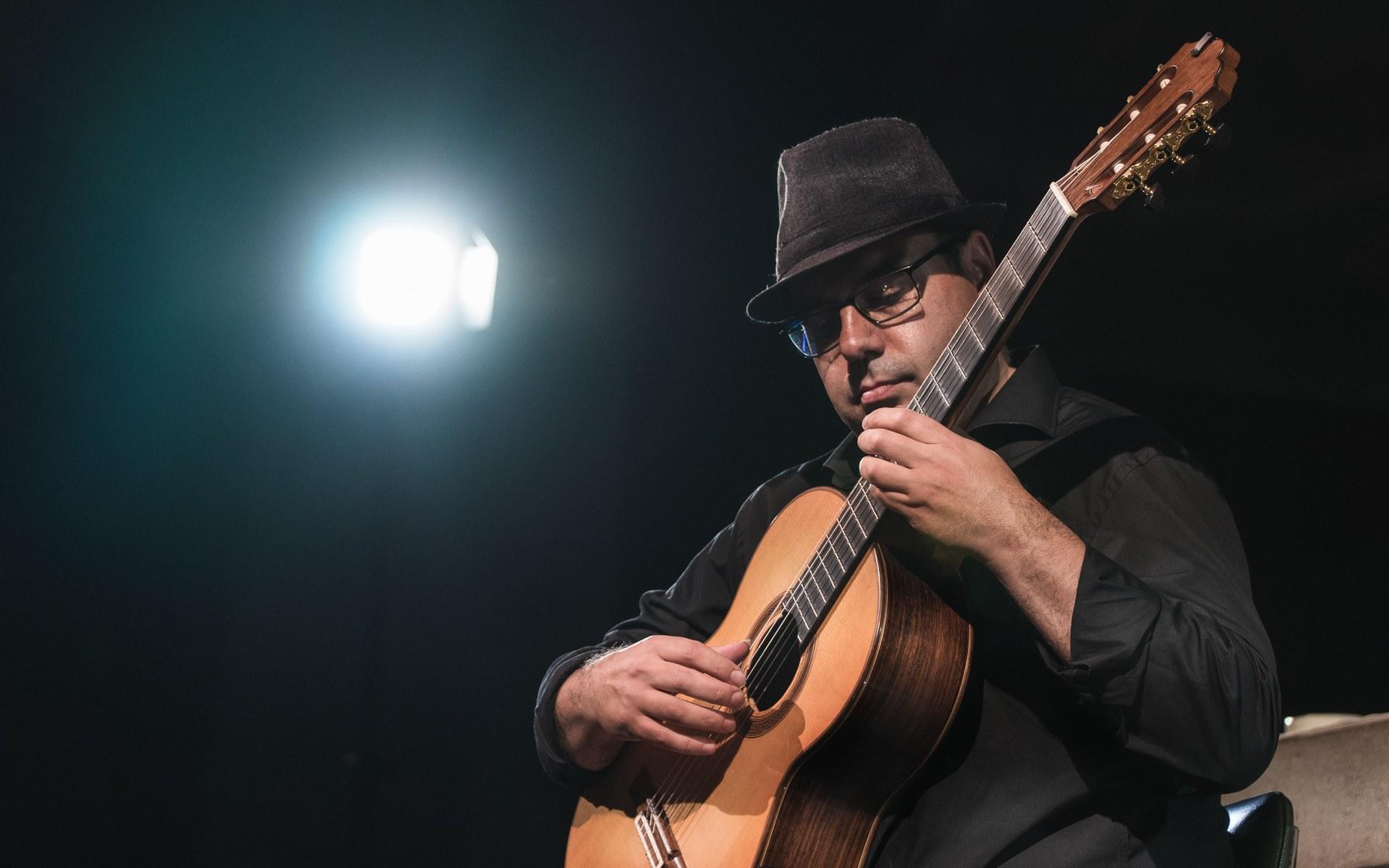 Tono Blasi oferirà el 28 de juny un concert a les 21 h a l'Ermita de Sant Sebastià en el marc del Festival de guitarra del Mediterrani