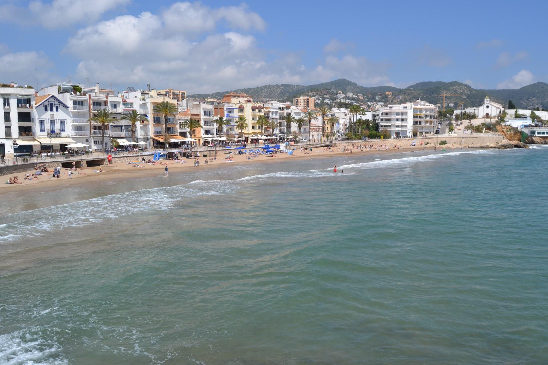 El servei d'informació i control d'aforament de les platges de Sitges amb 30 persones informadores s'inicia aquest dijous