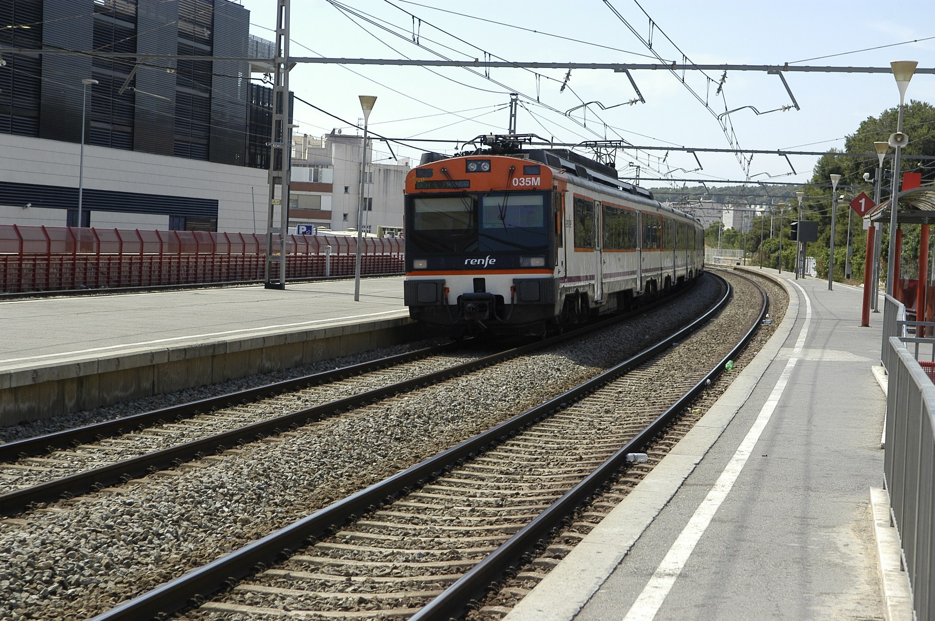 L'Ajuntament de Sitges vol més temps i informació sobre el projecte de les pantalles acústiques a la via del tren