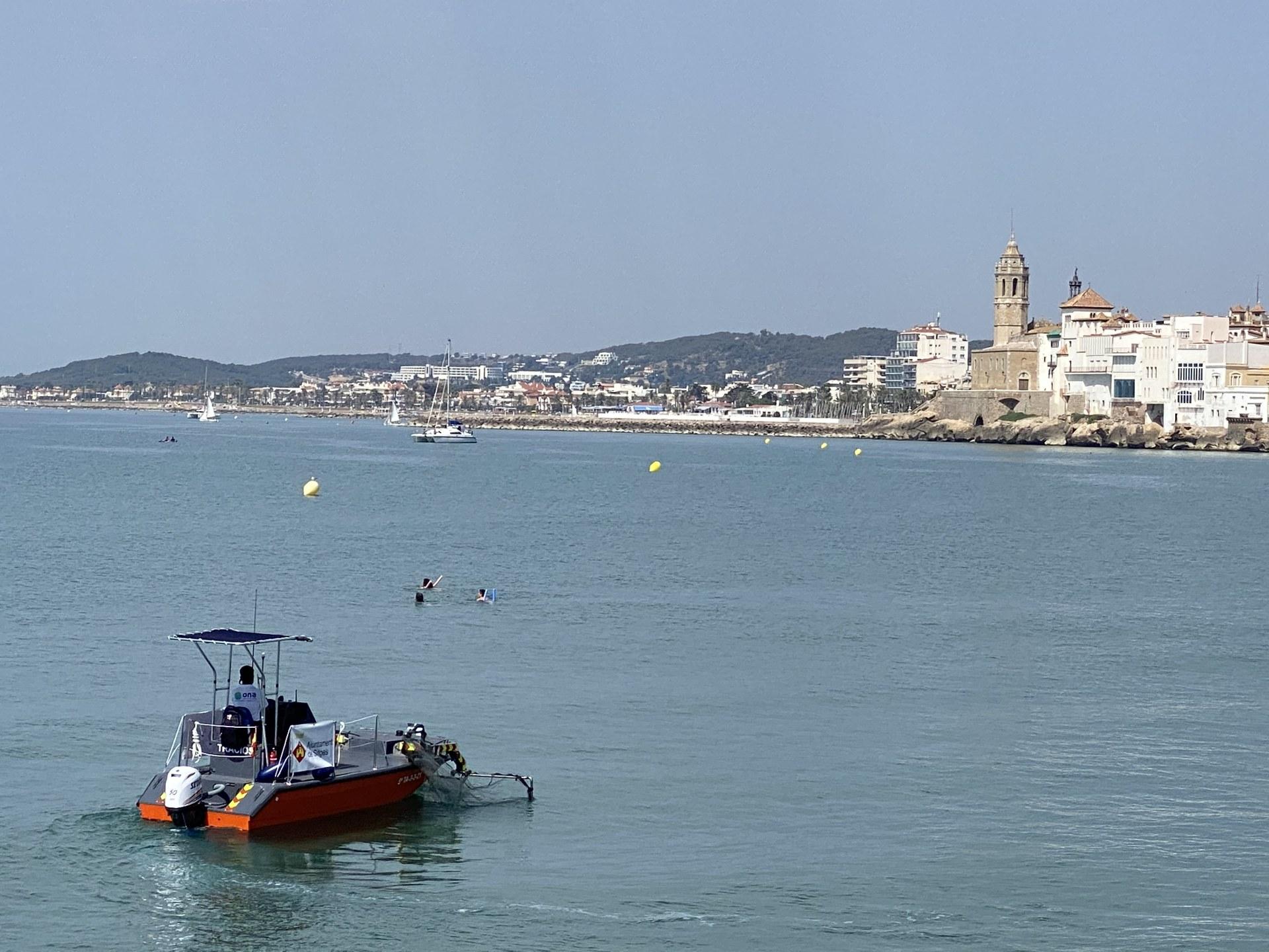 L'embarcació de neteja al mar ha recollit 255 kg de residus en les primeres setmanes de servei
