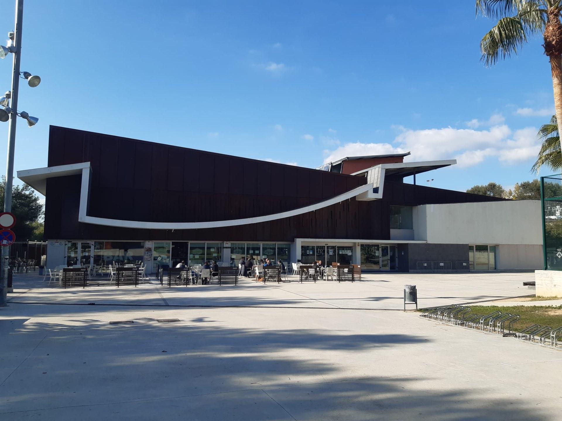 La piscina municipal estrena un abonament familiar