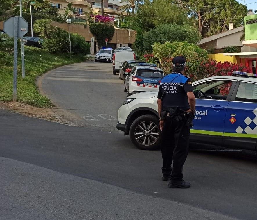 La Policia Local de Sitges impedeix una festa il·legal a Vallpineda per celebrar la revetlla de Sant Joan durant tres dies seguits
