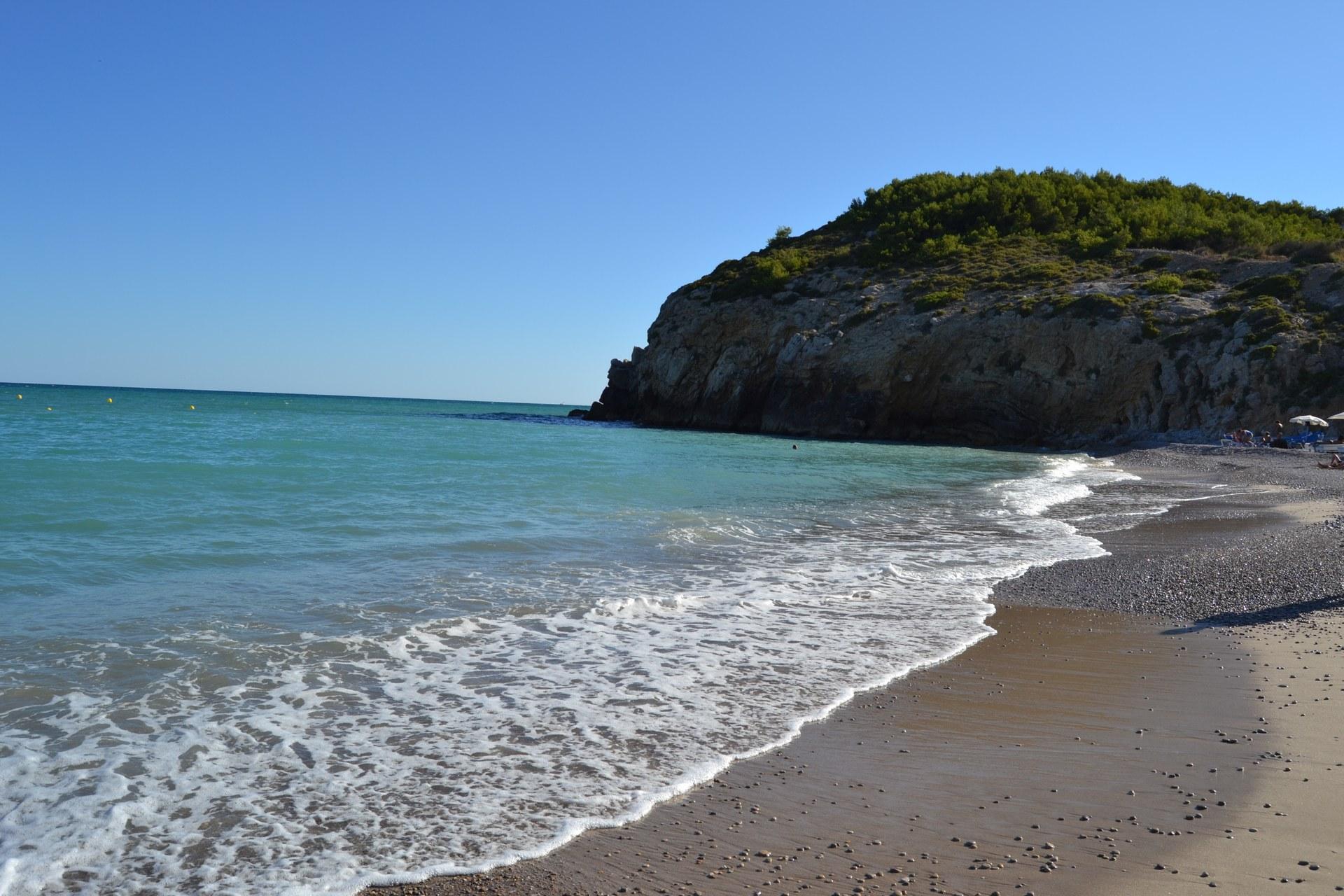 El cos de l'home s'ha trobat en una zona de roques a la Cala de les Coves al costat de la platja de l'Home Mort