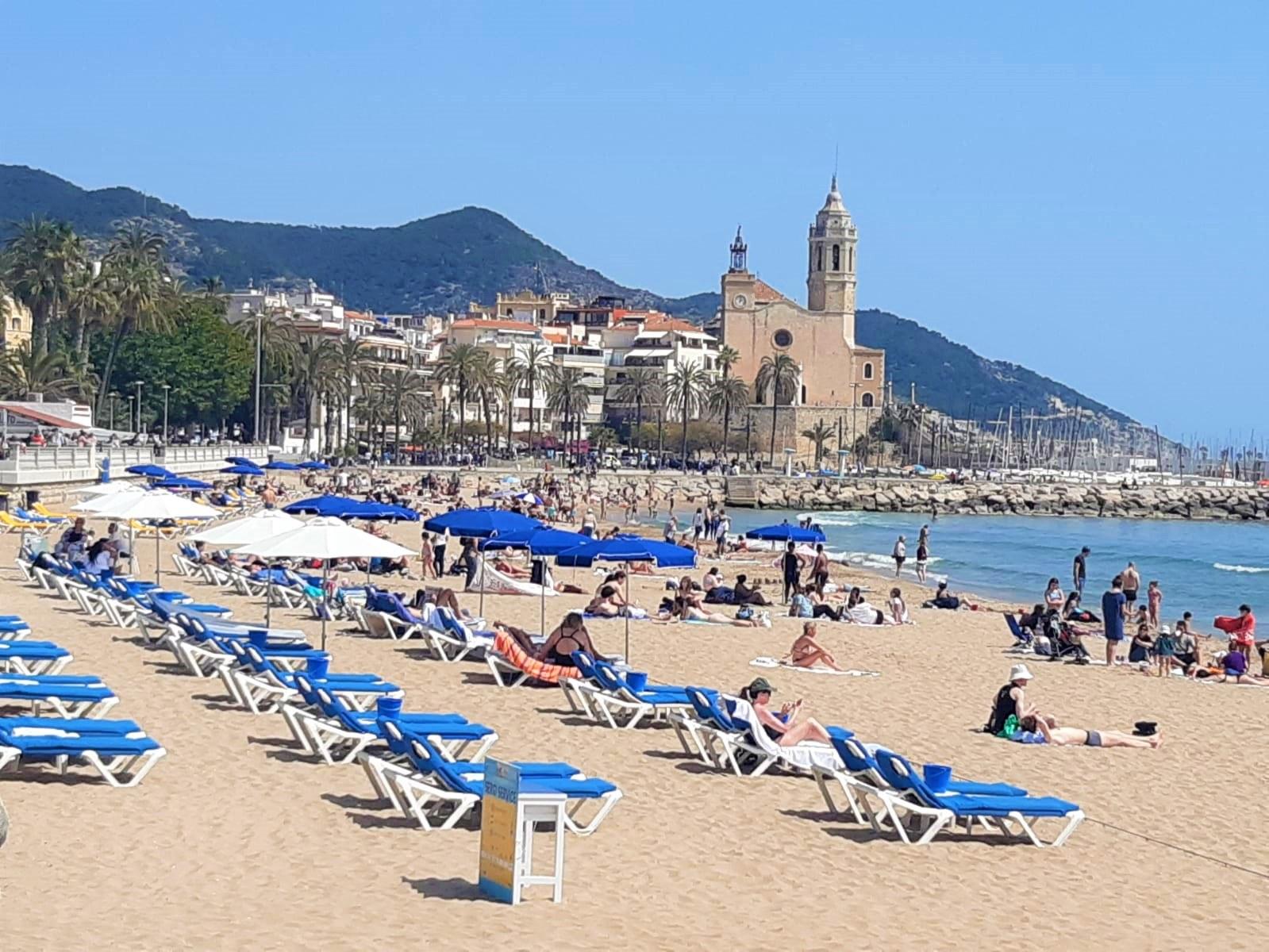 La regidoria de platges inicia avui els treballs d'arranjament a les platges amb mancança de sorra