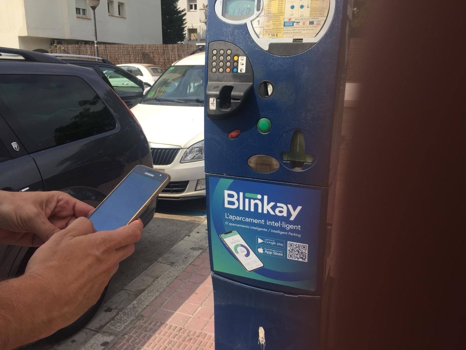 La zona blava de Sitges ja es pot pagar des del mòbil