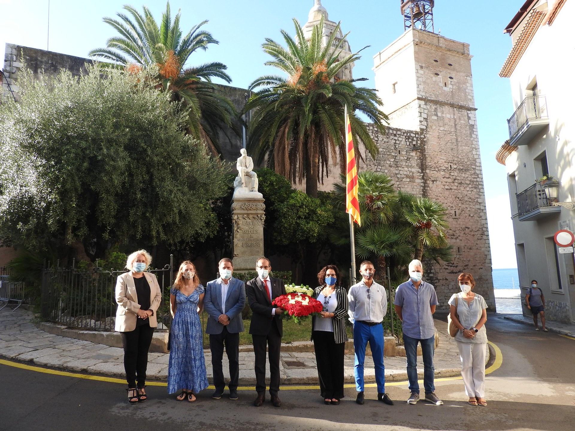 Les ofrenes de les entitats protagonitzen la Diada a Sitges