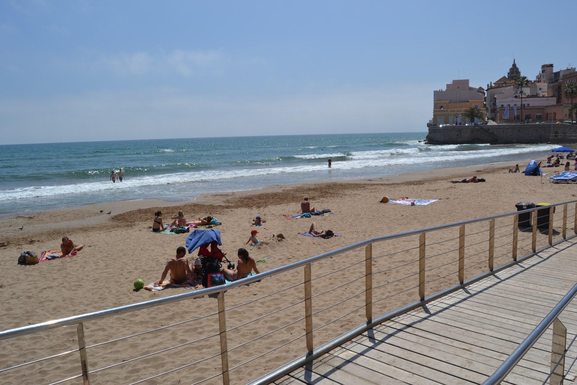Les platges es preparen per a l'inici de la temporada de bany