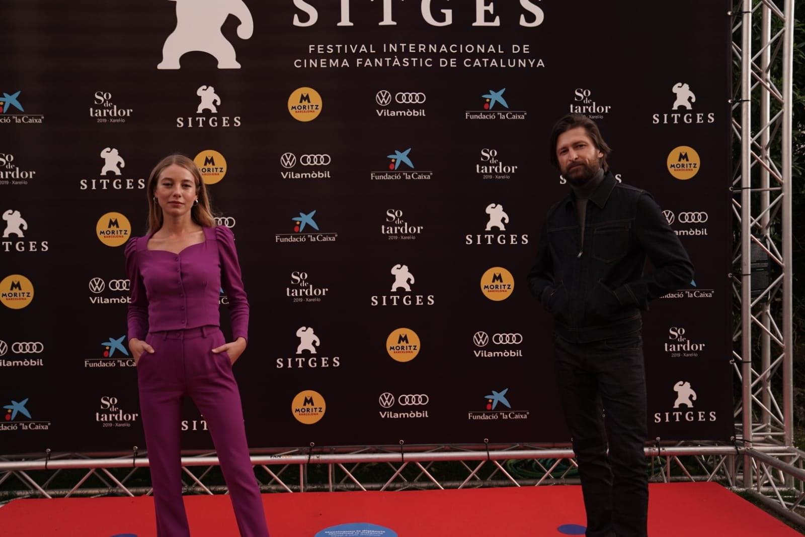 """L'equip de """"Mosquito State"""" amb la protagonista Charlotte VEga i el director Filip Jan Rymsza"""