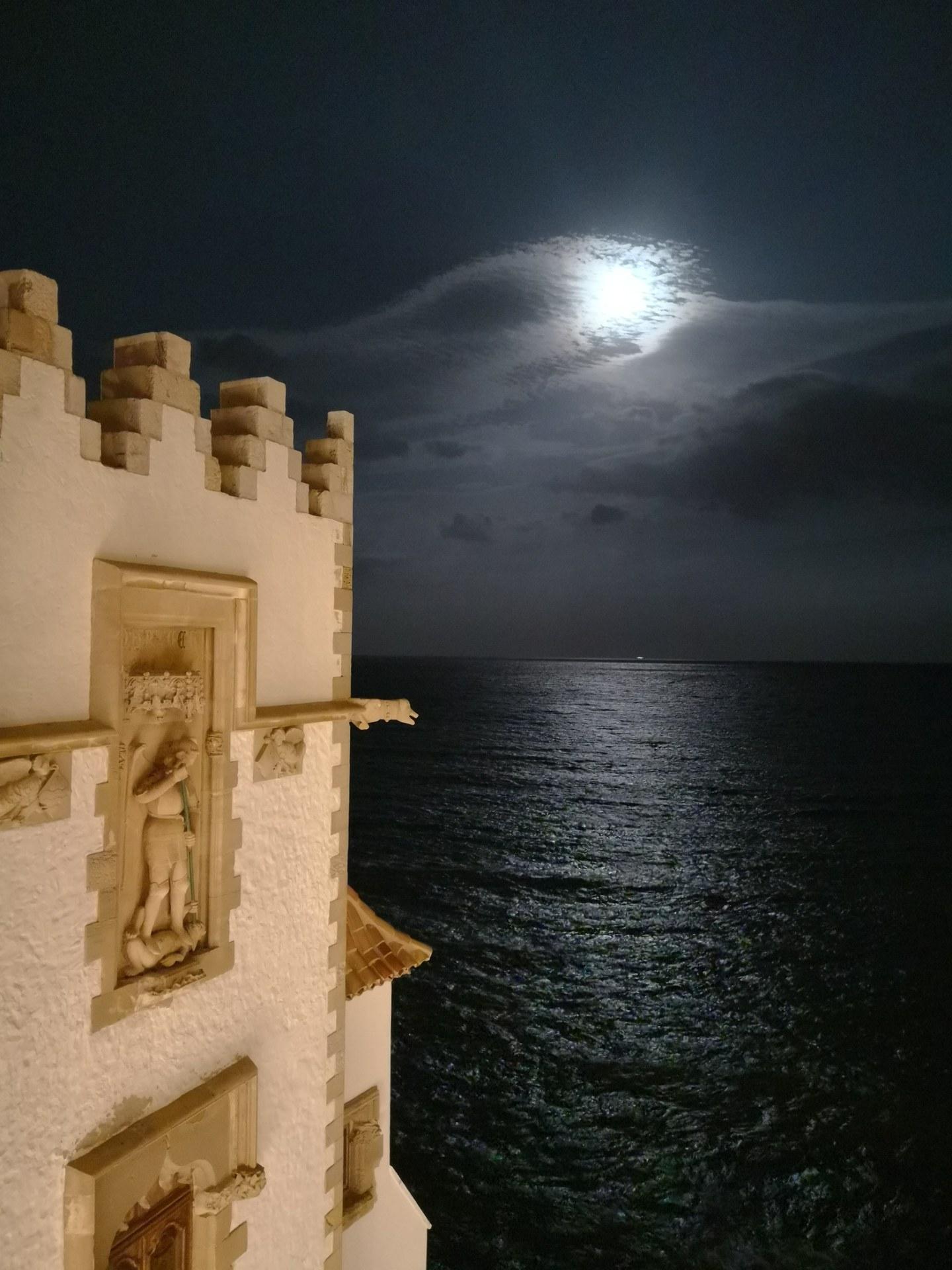 Capvespre de lluna plena a Maricel - Sitgestiu 2019
