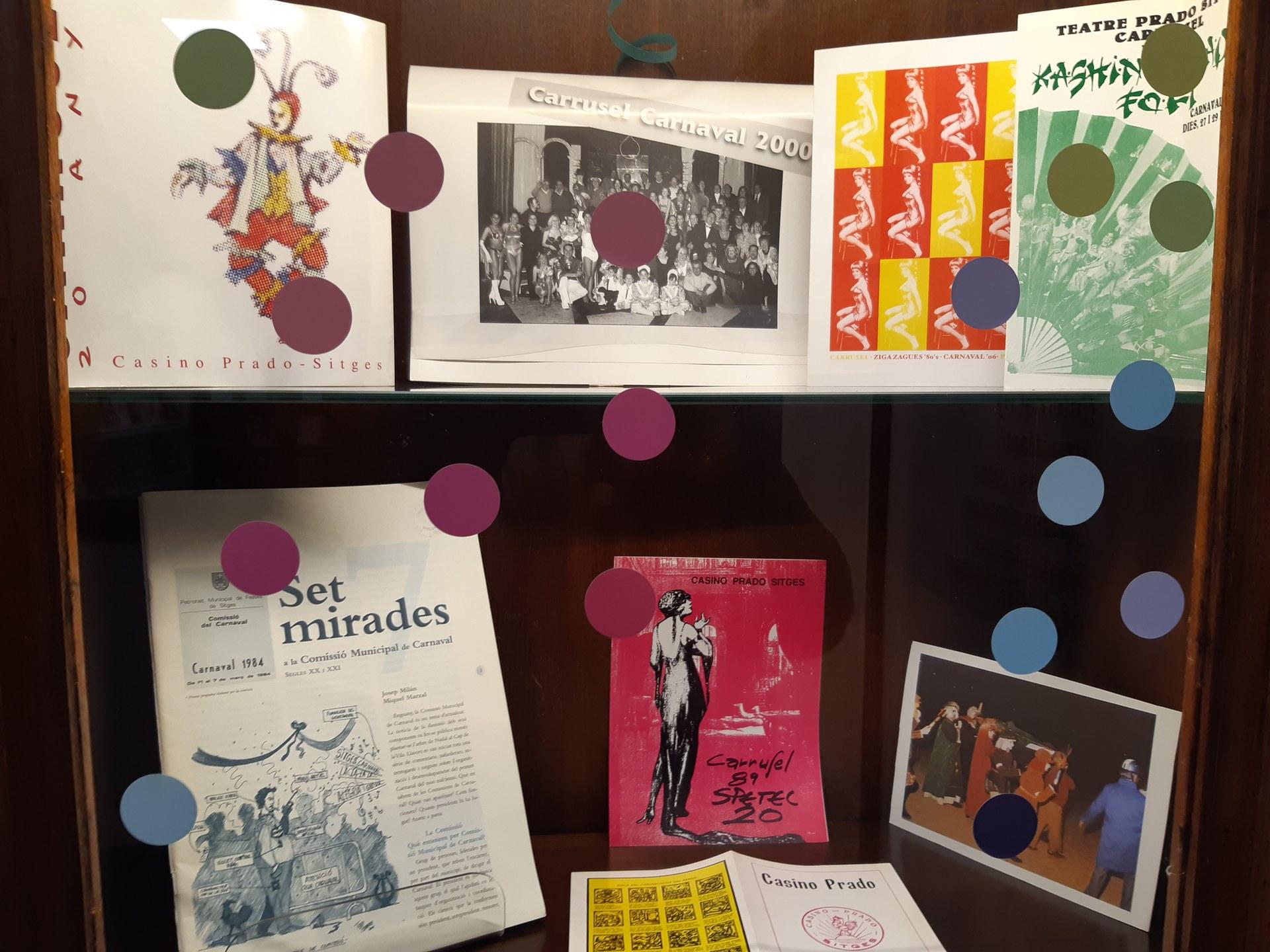 Exposició 'Fem Carnaval a la Biblioteca'