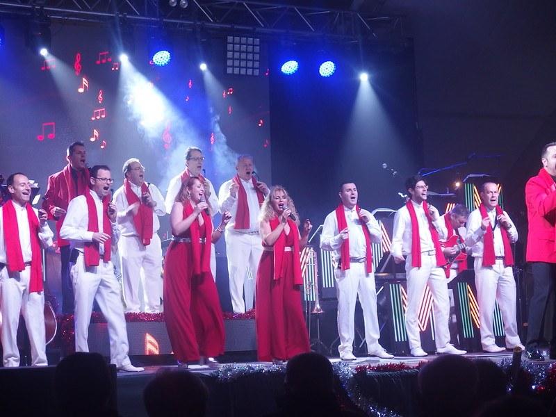 Actuació de l'Orquestra Maravella a Sitges el Nadal 2019.