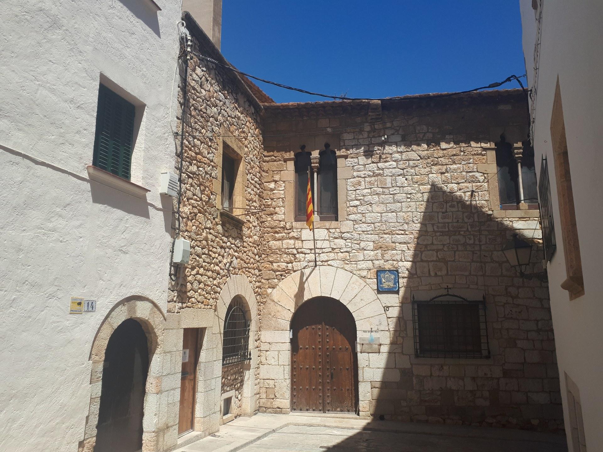 L'Ajuntament remodela la instal·lació elèctrica i arranja la façana del pati del Palau del Rei Moro
