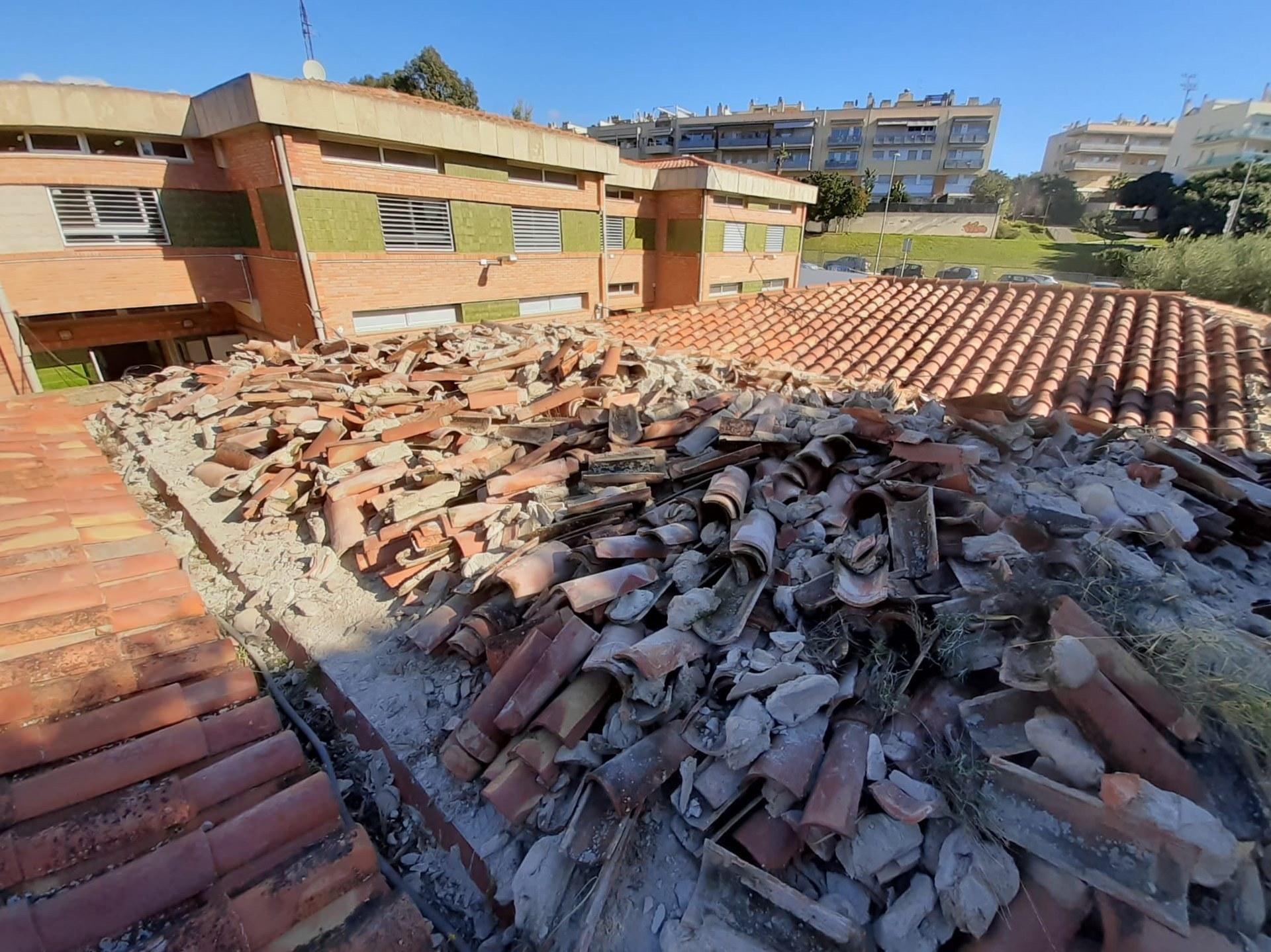 Comencen les obres de reparació de la teulada de l'Escola Miquel Utrillo