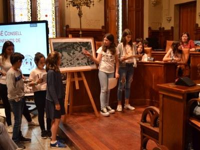 El Consell d'Infants presenta un projecte de gronxadors per a nens de més de vuit anys