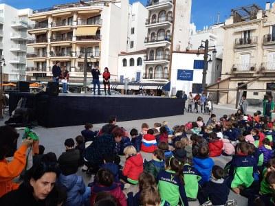 El regidor d'Educació participa a l'acte del Dia Escolar de la No–violència i la pau