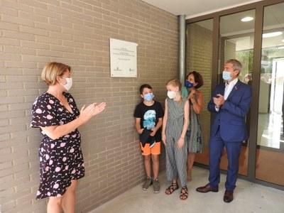 imatge descoberta placa- inauguració Escola Agnès de Sitges.JPG