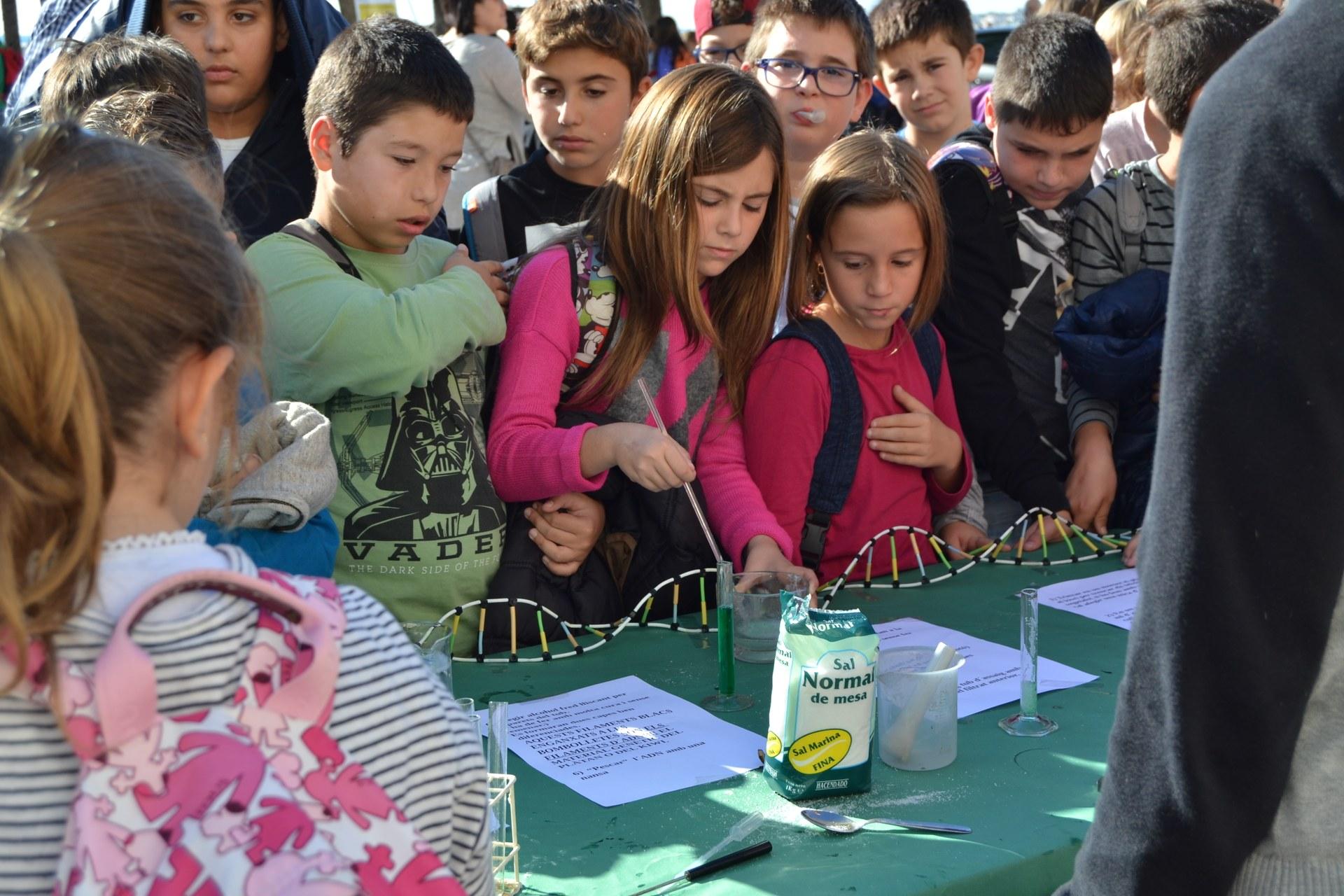 Alumnes a la Fragata durant el Dia de la Ciència 2018