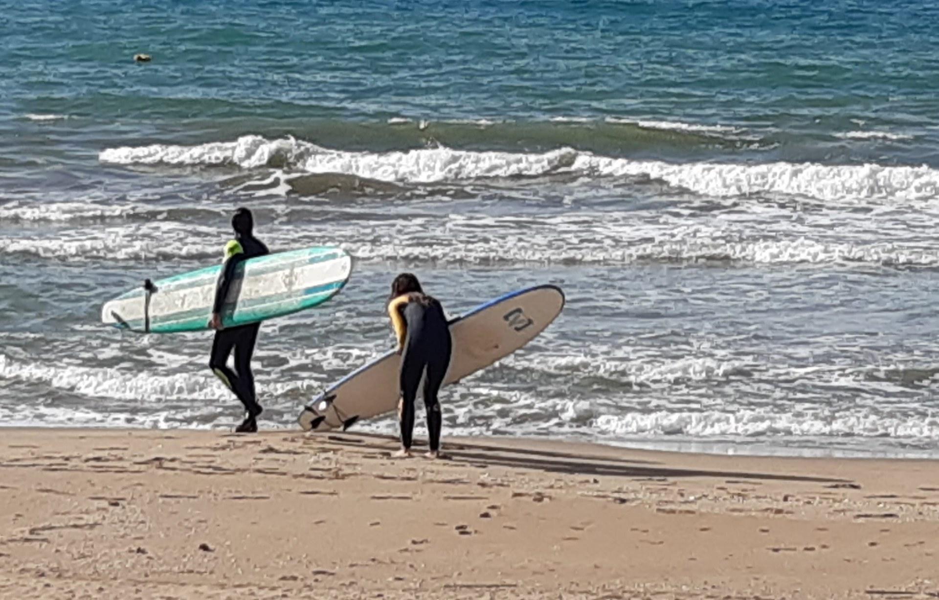 Les platges queden obertes per a la pràctica esportiva