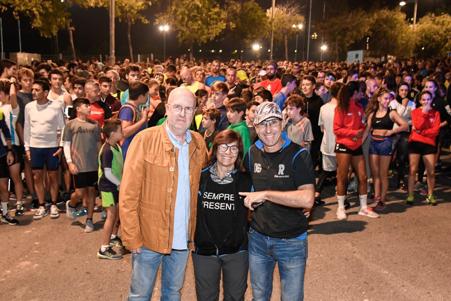 Els pares d'en Pol, Xavier Lahoz i Estela Campañá, organitzen aquesta cursa, en què esport i solidaritat lluiten a favor de la recerca oncològica.