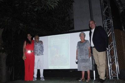 Imatge amb la pregonera, l'autor del cartell i els pendonistes de Sant Bartomeu i Santa Tecla.jpeg
