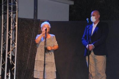 La pendonista de Santa Tecla Dora Pons i el pendonista de Sant Bartomeu la Fundació de l'Hospital Sant Joan Baptista amb el seu gerent Albert Oliver.jpeg