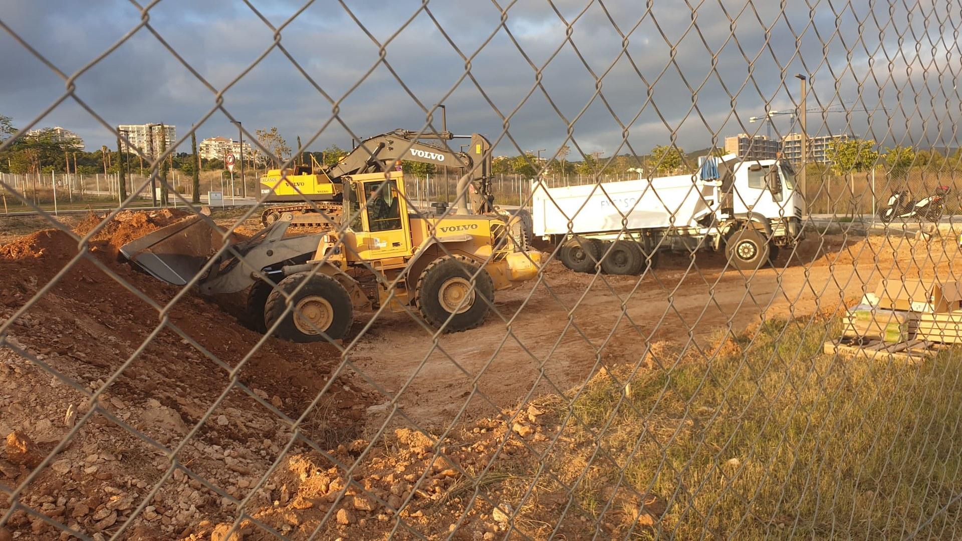 Les màquines ja treballen als terrenys que acolliran els pisos de protecció oficial