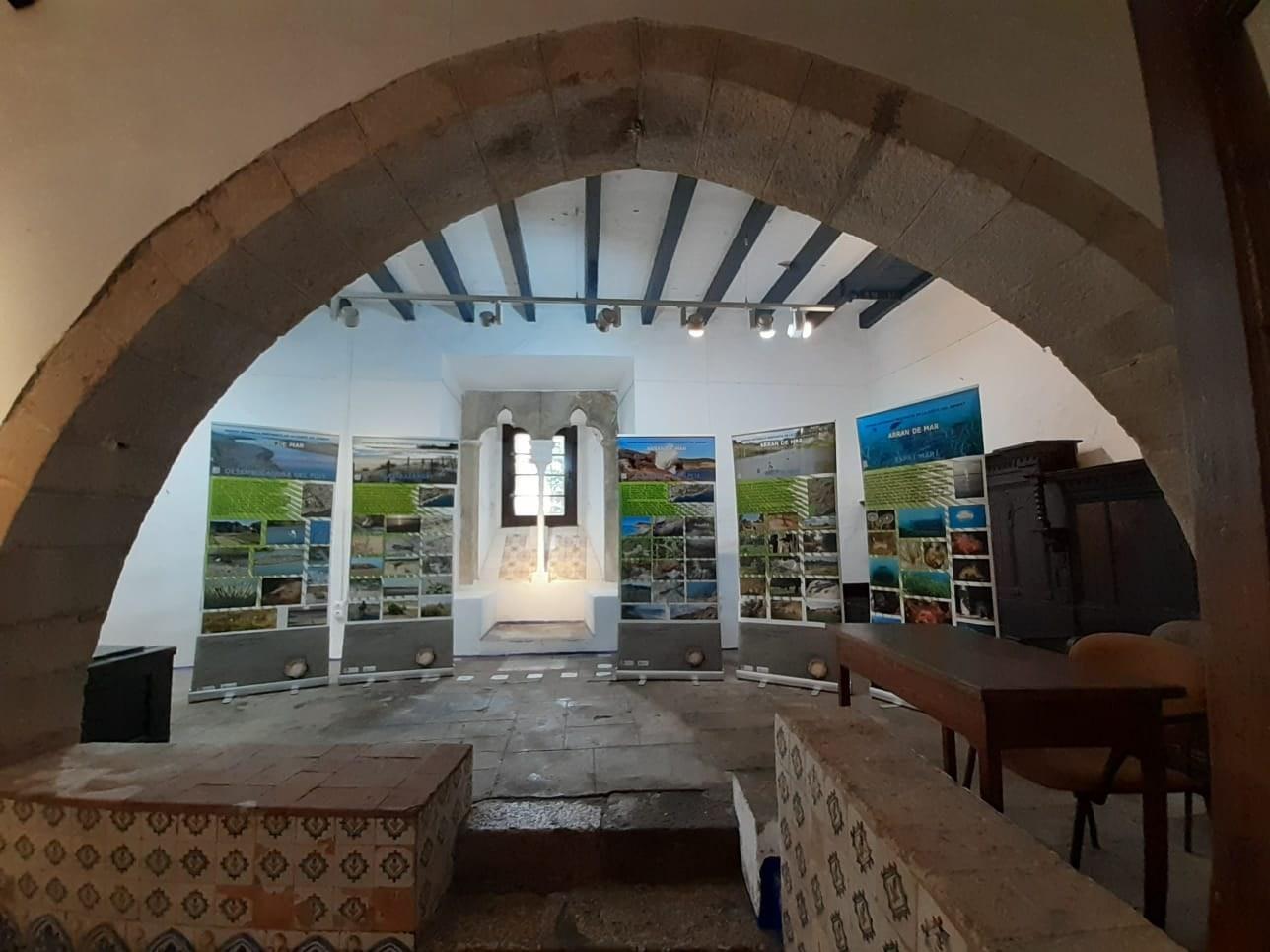Exposició sobre la riquesa dels 26 km de costa de la comarca del Garraf