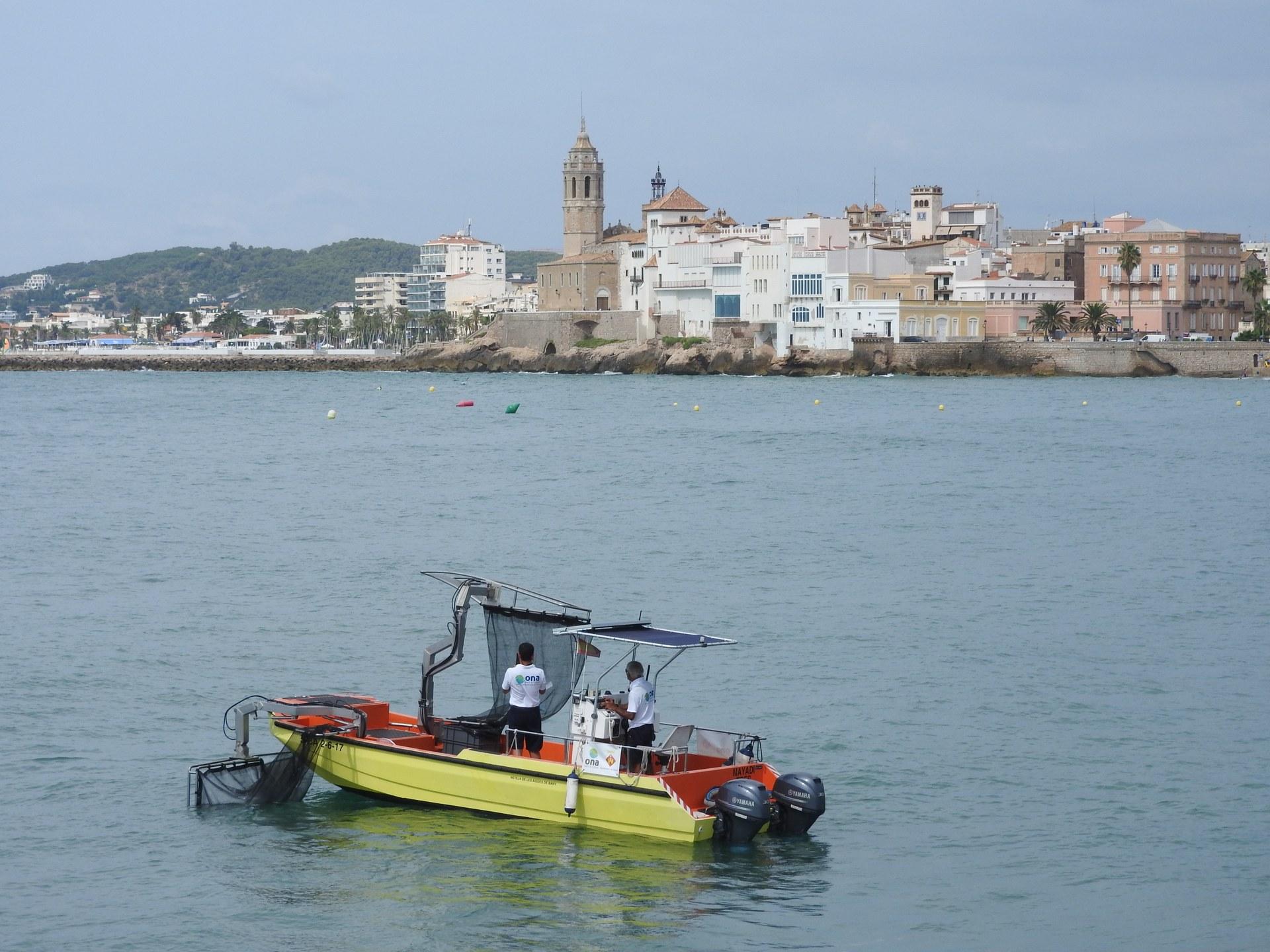 L'embarcació de neteja del litoral ha recollit una mitjana diària de 3,8 quilograms de residus al mar aquest estiu