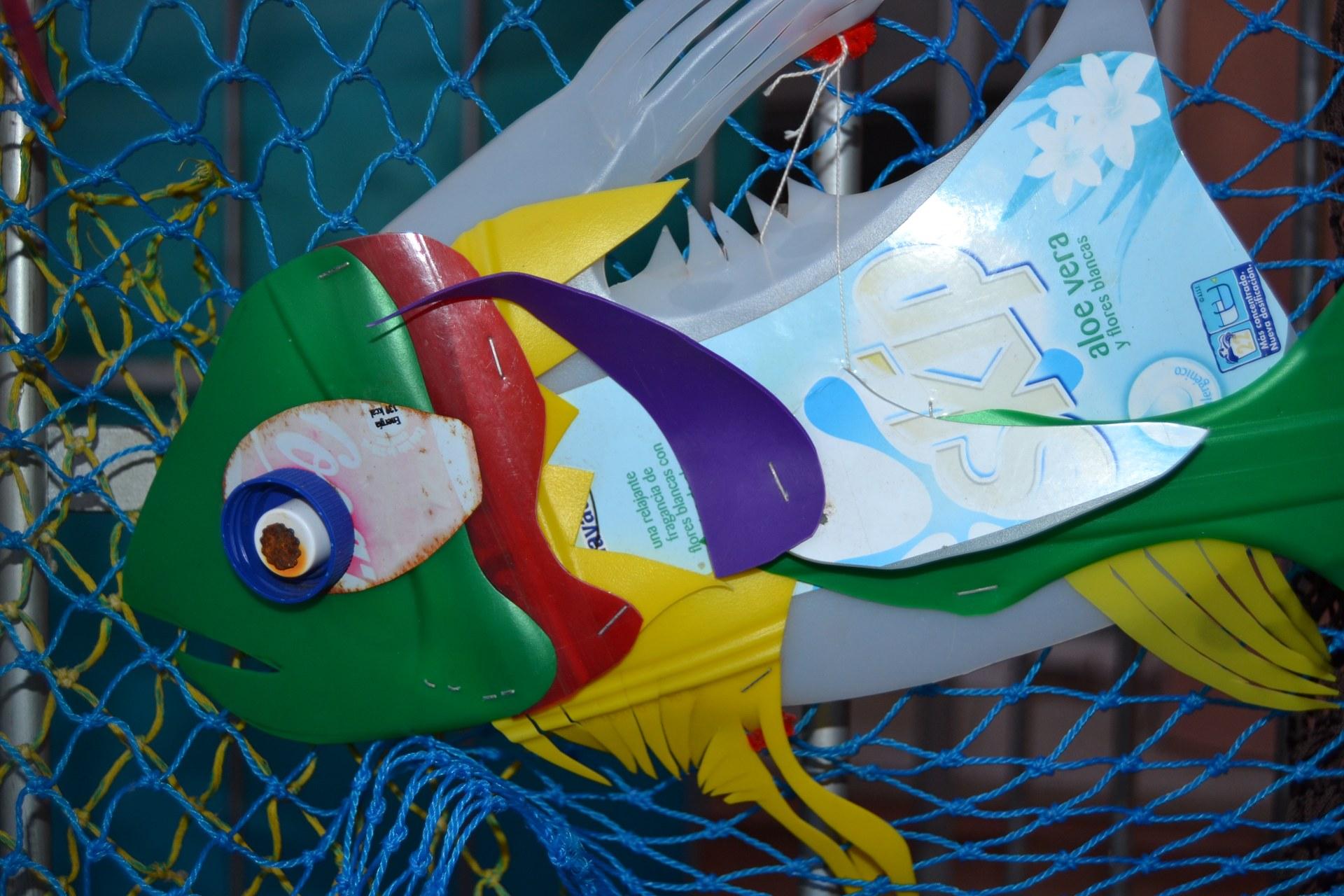 Peix creat a partir de plàstics recuperats del litoral