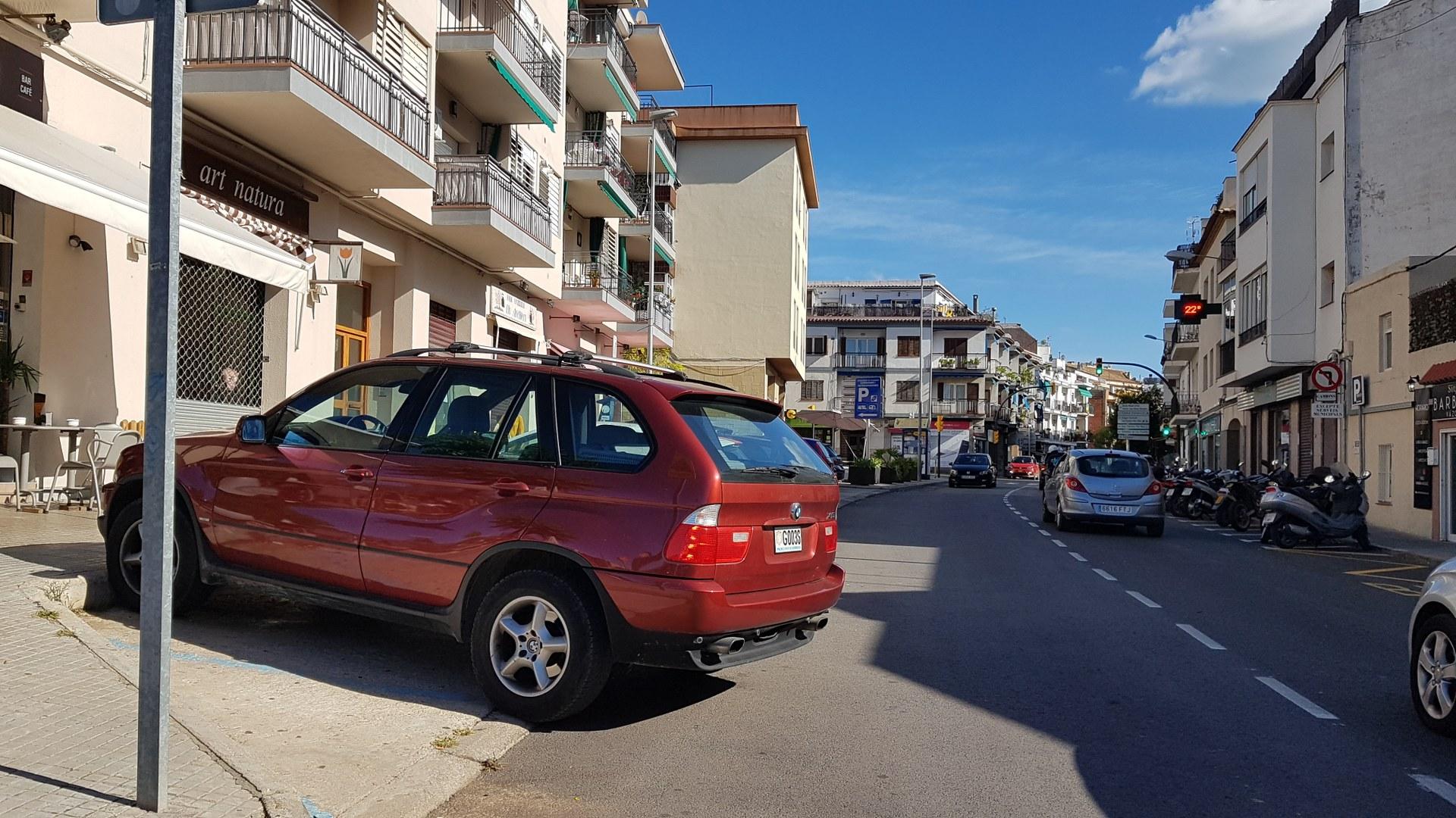 L'actual aparcament provoca problemes en la mobilitat