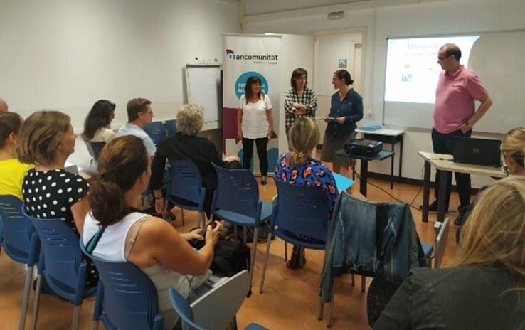 El CIES Nivell 10 celebra una sessió d'acollida a dones emprenedores