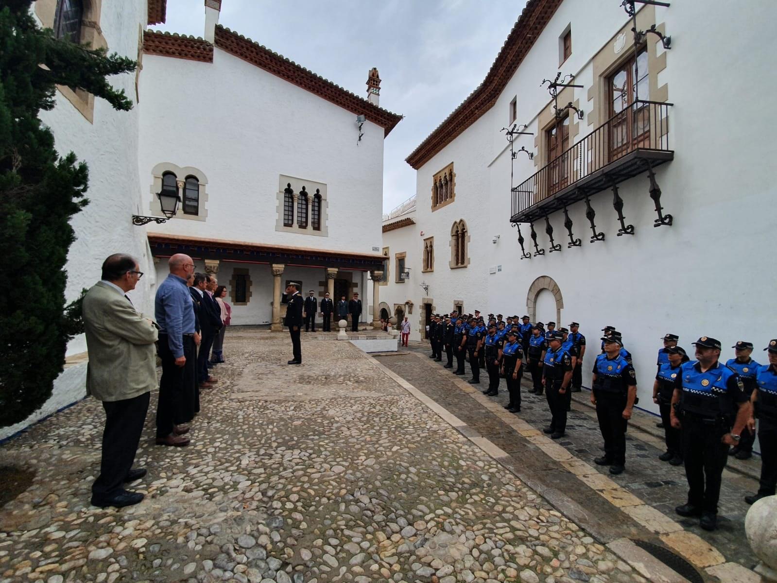 L'alcaldessa Aurora Carbonell posa en valor el cos policial el Dia de la policia local