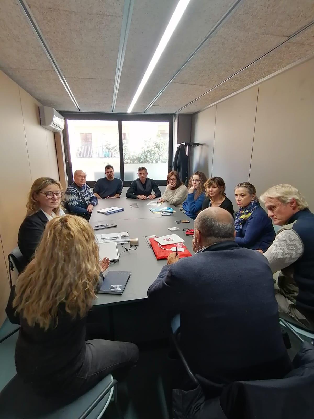 La regidoria de Promoció Econòmica visita Platja d'Aro per conèixer l'experiència de l'associació d'empresaris d'aquesta localitat