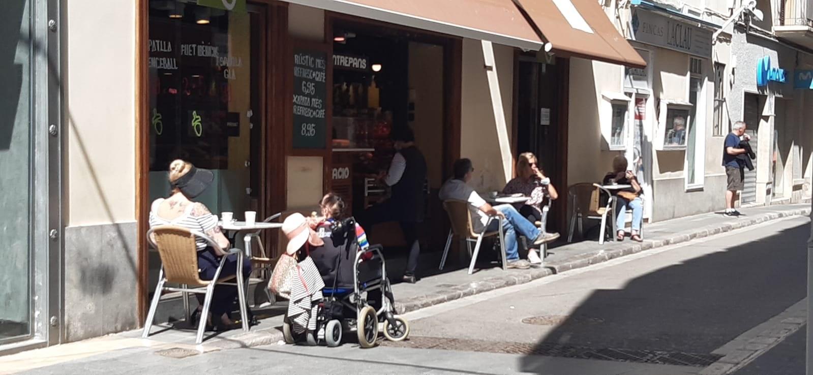 L'alcaldessa de Sitges signa un decret per donar les màximes facilitats a les terrasses