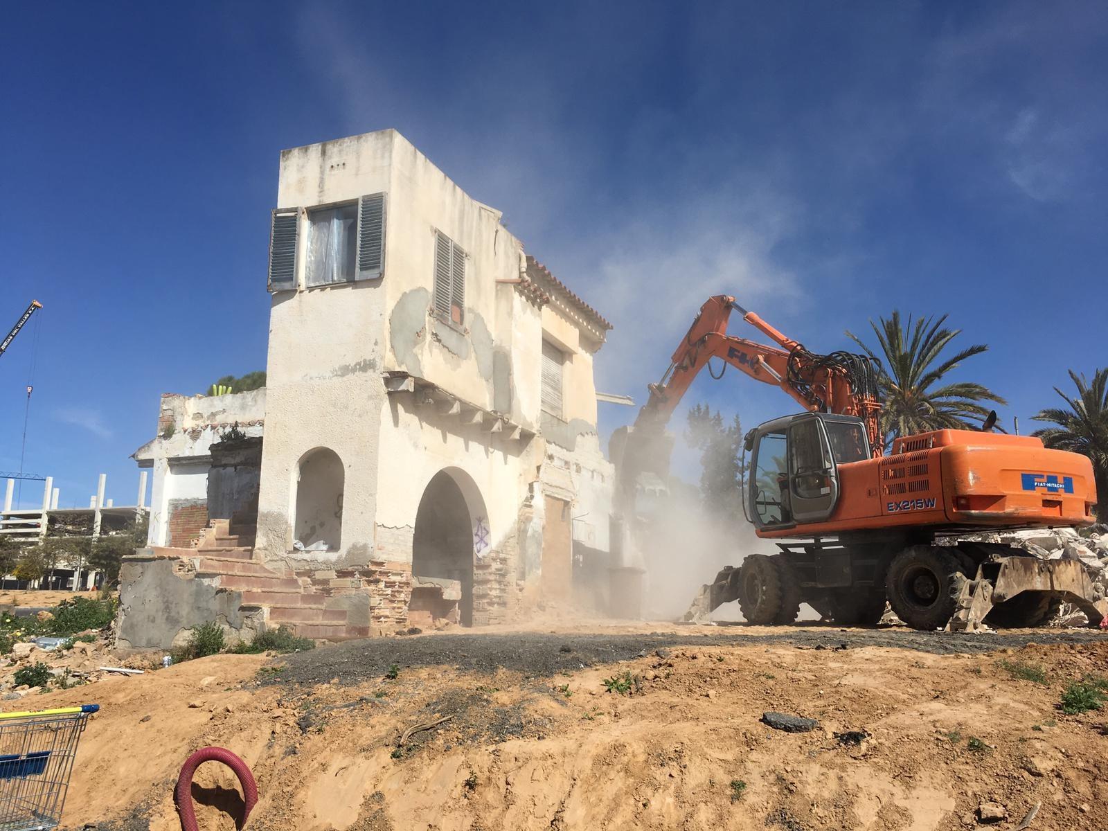 L'Ajuntament ha executat aquest dijous l'enderrocament que hi havia previst a Can Nubials, a la zona situada a La Plana
